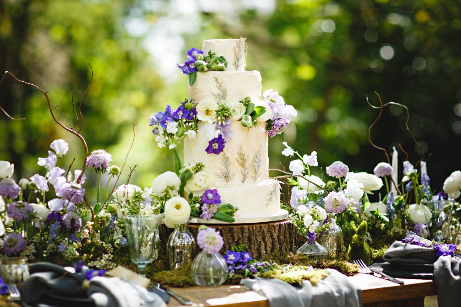 Beautiful wedding flowers for cakes Nadia Di Tullio Flowers