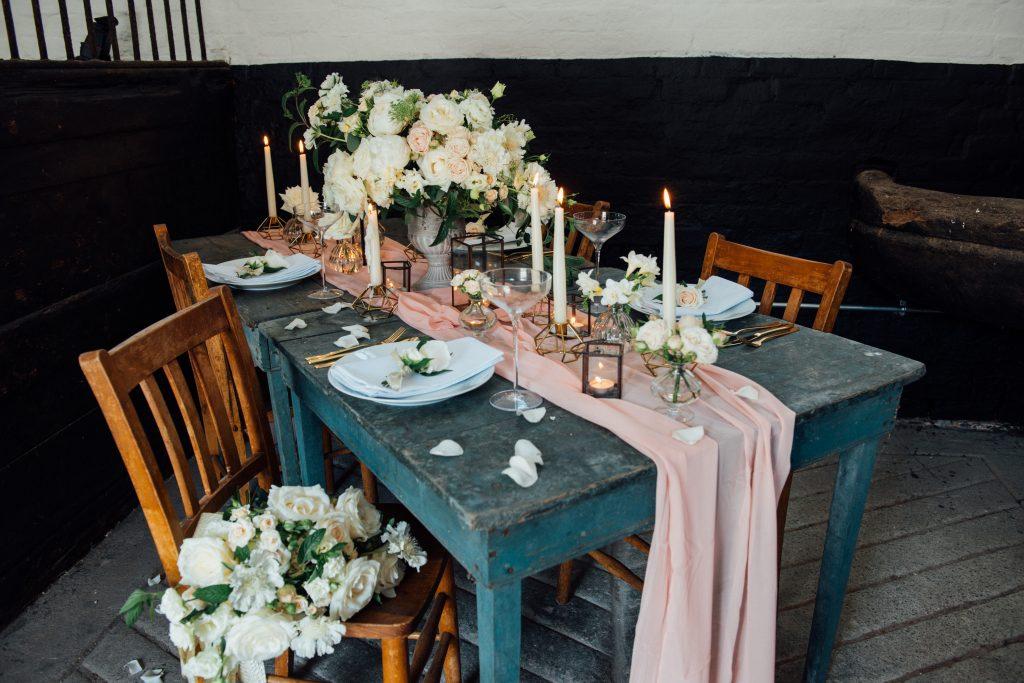 Yeldersley Hall wedding table flowers